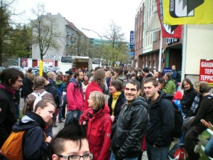 Morgens in Berlin... wir warten auf unseren Bus - froh gestimmt und voller Tatendrang...