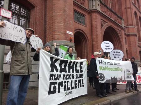 Kohle nur noch zum Grillen vor dem Roten Rathaus ... wir warten auf die Koalitionäre.